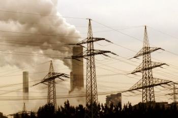 Auch nach Kyoto steigt der CO2-Ausstoß jährlich um 1.0 Mrd. Tonnen. Photo: Kurt F. Domnik via Pixelio