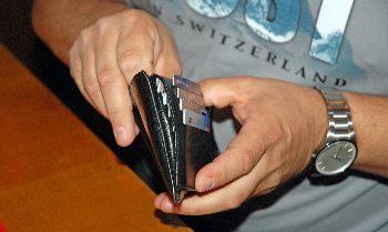 Die beschlossenen Maßnahmen werden auf den Geldbeutel des kleinen Bürgers umgelegt. Photo: Paul-Georg Meister/via pixelio.de