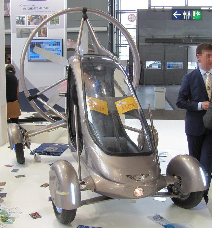 Russisches Gleitschirm-Flugauto auf der Hannover Messe 2013