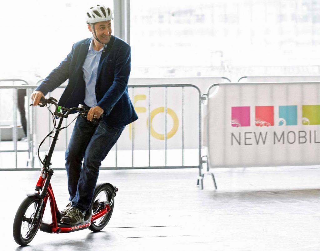 """Bild 1. Qualifizierte Visionäre testeten die """"grüne"""" Zukunft des mobilen Individualverkehrs auf der IAA (Foto: IAA)"""