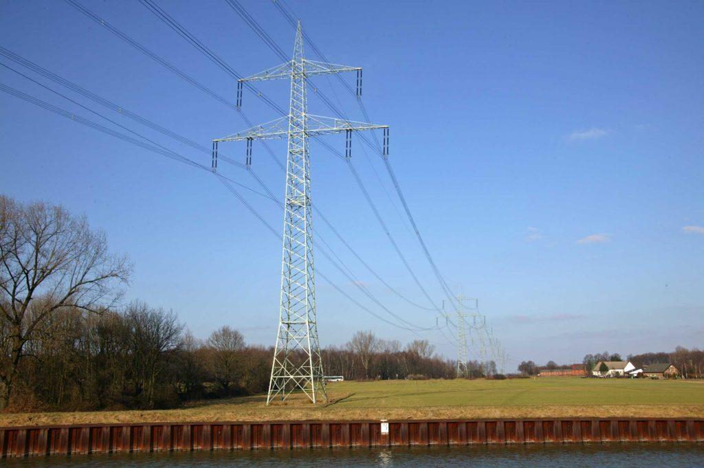 Bild 3. Das deutsche Höchstspannungsnetz hat eine Länge von ca. 35.000 km. Jeder Kilometer Neubau kostet zwischen 1,2 und 11,2 Mio. €.