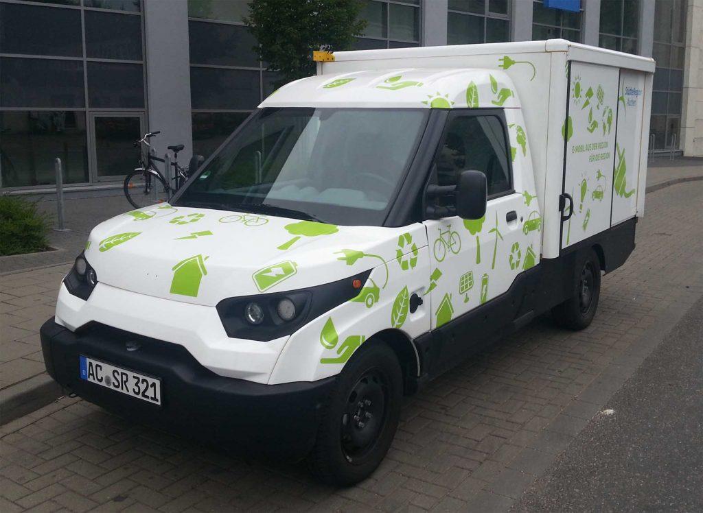 Bild 1. Der von einer Tochtergesellschaft der Post gebaute Streetscooter wird auch an andere Abnehmer ausgeliefert. Hier ein Streetscooter Work als Kastenwagen der Städteregion Aachen. (Foto: ACBahn, Wikipedia)